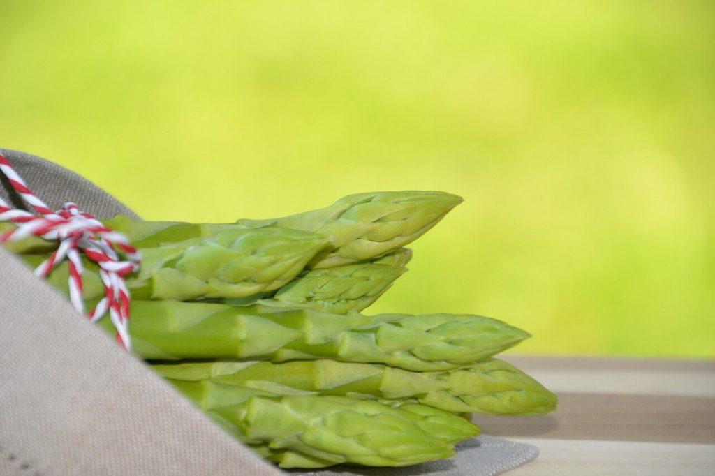 jak ugotować szparagi zielone