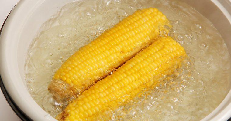 Jak ugotować kukurydzę, żeby była miękka