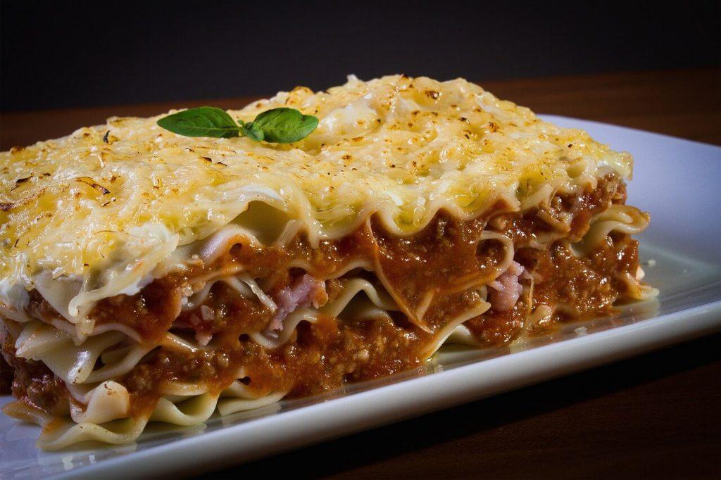 jak zrobić sos beszamelowy na lasagne