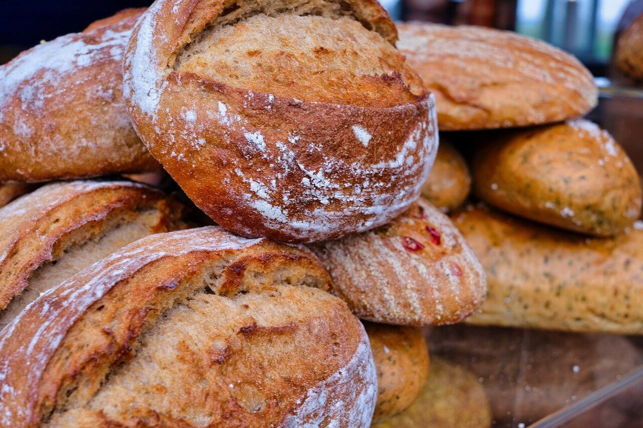 Co zrobić z czerstwym chlebem? Jak wykorzystać czerstwe pieczywo