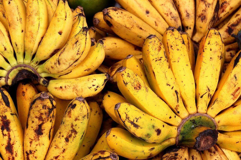 dlaczego banany czernieją