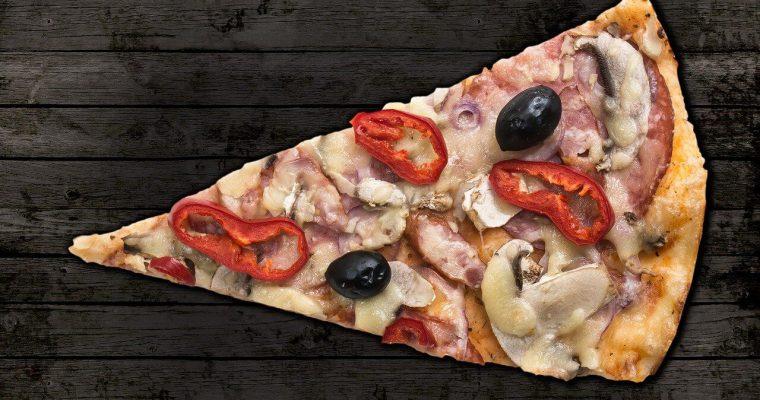 Jak podgrzać pizzę ? W piekarniku, mikrofalówce i nie tylko!