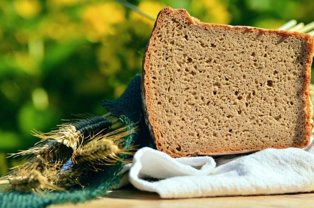 jak wykorzystać czerstwy chleb