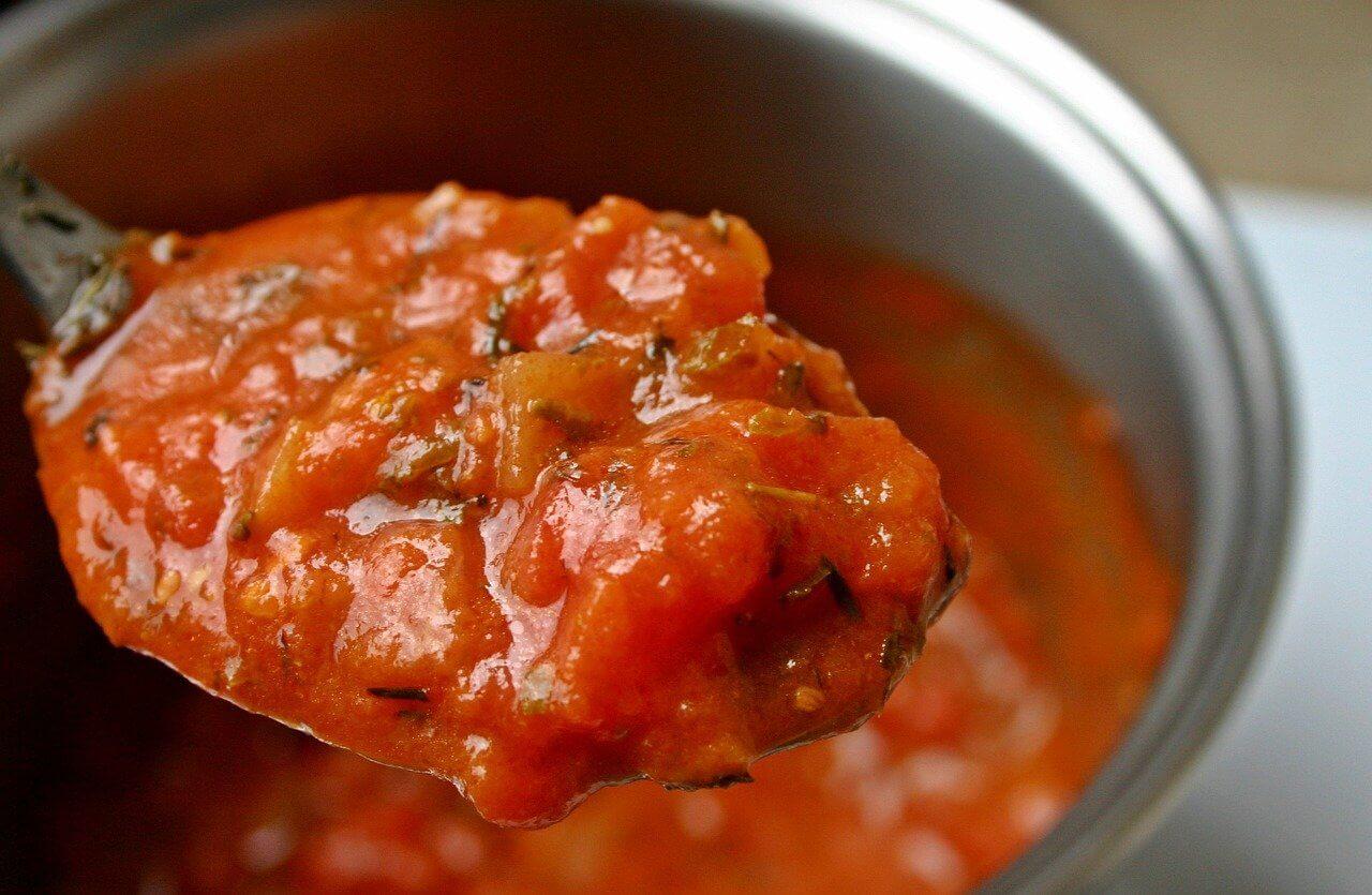 Jak zagęścić sos? Czym zagęszczać sosy – domowe sposoby